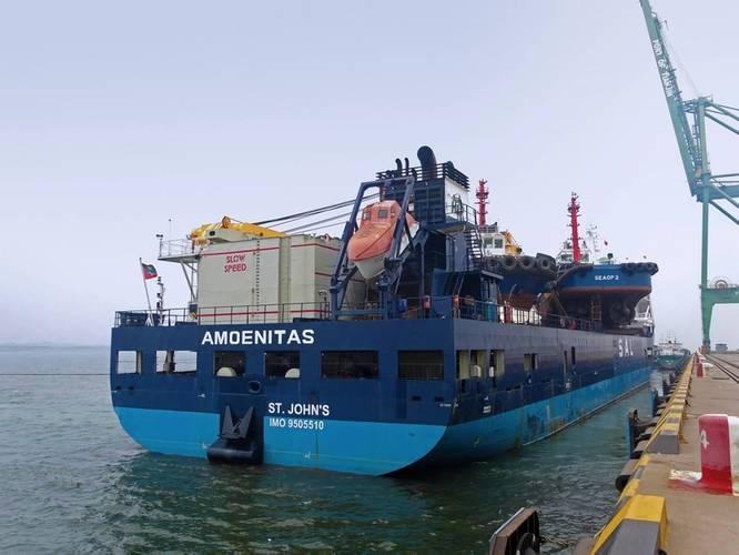 Amoenitas loading tugs in China (photo courtesy of SAL Heavy Lift)