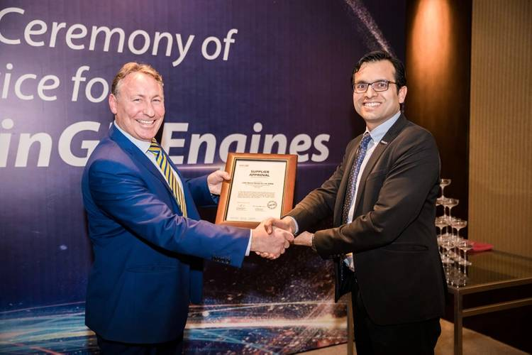 Andrew Stump, President, CSSC Marine Service Co., Ltd being presented with supplier approval from Anil Soni, GMr Anil Soni, General Manager Operations and Deputy Managing Director, China (Photo: WinGD)