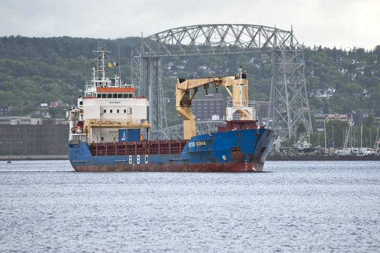 Arrival of the BBC Peter Roenna in the harbor this morning (Duluth's Aerial Lift Bridge in background)