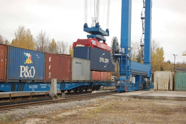 Cargo being handled at the MANP terminal near Moscow Courtesy Ruscon