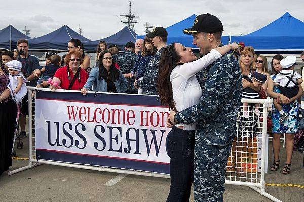 Cmdr. Jeff Bierley, commanding officer of the fast-attack submarine USS Seawolf, from Birmingham, Alabama, kisses his wife after the boat returns home to Naval Base Kitsap-Bremerton, following a six-month deployment. (U.S. Navy photo by Amanda R. Gray)