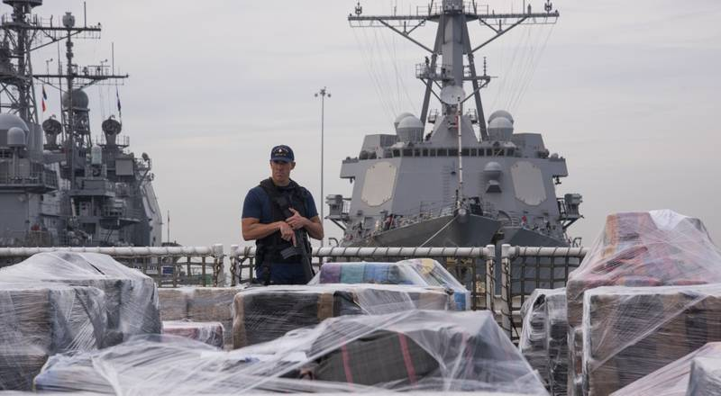 Coast Guard offloads approximately 20 tons of cocaine (U.S. Coast Guard photo by Petty Officer 3rd Class Andrea Anderson.)