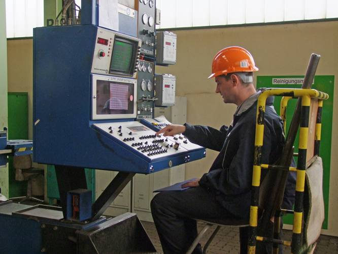 "Dmitrii Malofeev (RMRS) cuts ""first steel"""