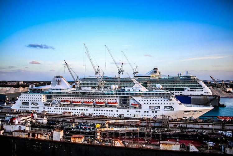 Empress of the Seas / Jewel of the Seas (Photo: Grand Bahama Shipyard)