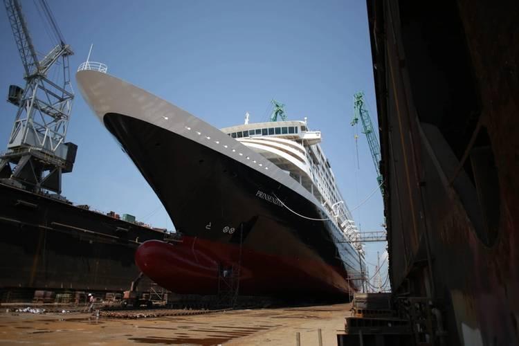HAL Prinsendam (Photo: Grand Bahama Shipyard)