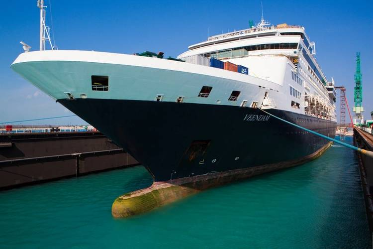 HAL Veendam (Photo: Grand Bahama Shipyard)