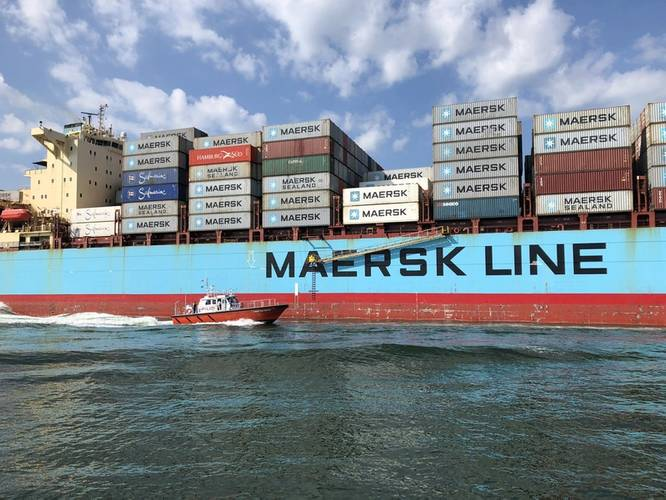 Hampton Roads at work alongside the Maersk Atlanta (Photo: Eric Haun)