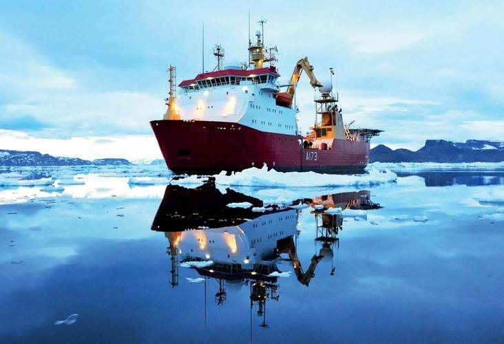 HMS Protector faces harsh icy conditions (Photo: Hydrex)