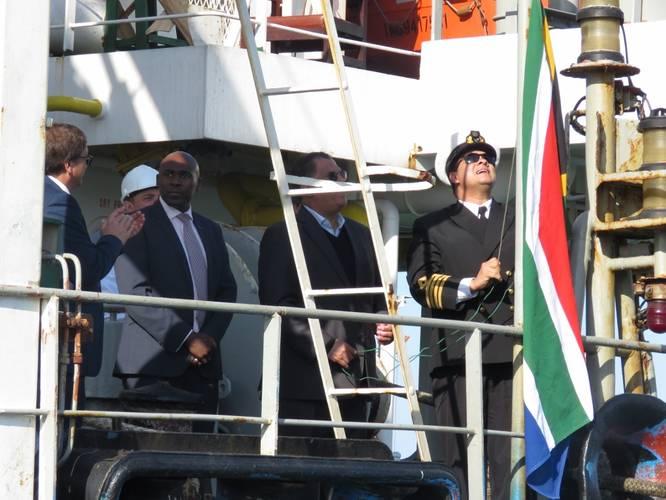 Hoisting of the South African flag. (Photo: Port of Port Elizabeth)