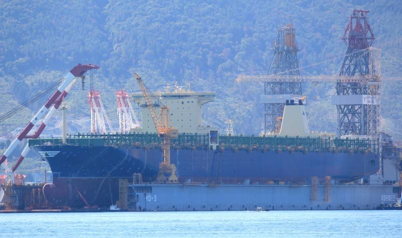 Hyundai Hope under construction at Daewoo Shipyard in Okpo, Korea. The first vessel in a series of four, she will be delivered in March 2014