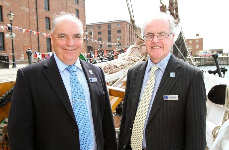 ISP commercial director Geoff Billington (left) ISP managing director John Rogers (right)