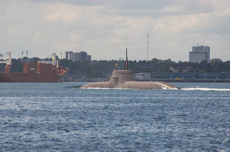 Kiel based yard TKMS (Thyssen Krupp Marine Systems) builds submarines for Egypt. The picture shows one sub on test trial in the Baltic Sea. (Photos courtesy © Pospiech)