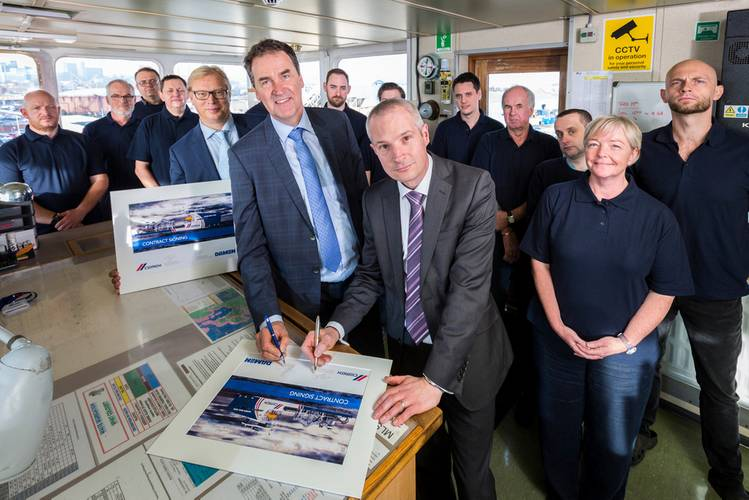 Laurence Dagley, Director CEMEX UK Marine Limited signed the contract with Frank de Lange, Regional Sales Director of the Damen Shipyards Group on December 19 in Southampton, U.K. (Photo: Damen)