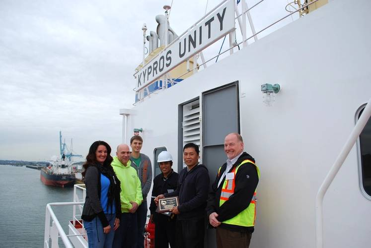 Left to right: Beth Sanchez, Transmarine Navigation; Curtis Williams, United Grain Corp.; Keith Anderson, United Grain Corp.; Didaco Sipngat, Chief Officer; Wilfredo Itable, Captain; Ken Mishler, Port of Vancouver USA (Photo credit Port of Vancouver USA)
