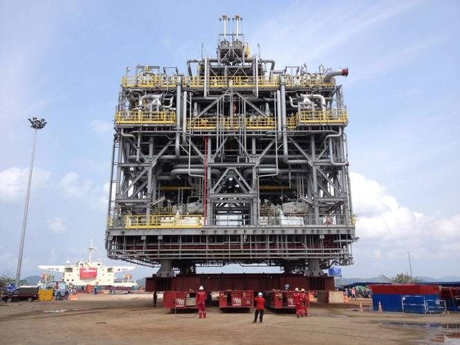Load-out of the first module onto the module carrier MV Mega Trust using Mammoet's SPMTs. (Photo: Mammoet)