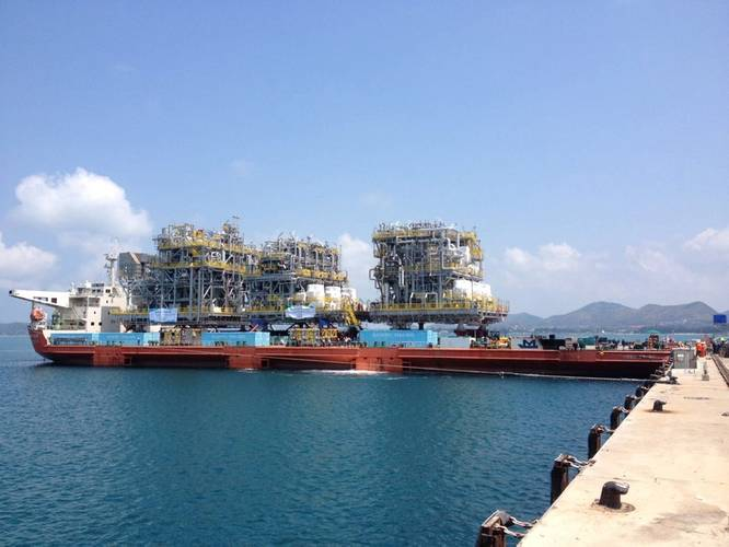 Load-out of the third module onto the module carrier MV Mega Trust using Mammoet's SPMTs. (Photo: Mammoet)