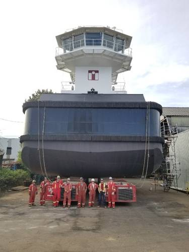 Mammoet crew with secured tugboat ready for transport (Photo: Mammoet)