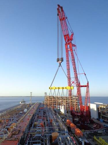 Mammoet's PTC200DS Crane at work for Quip - Petrobras, Brazil