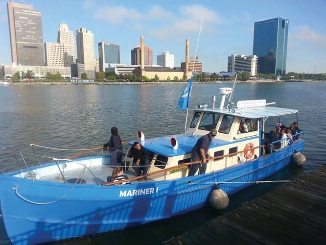 Mariner I getting underway for research and education excursion on the Maumee River. (Photo courtesy Maritime Academy of Toledo).