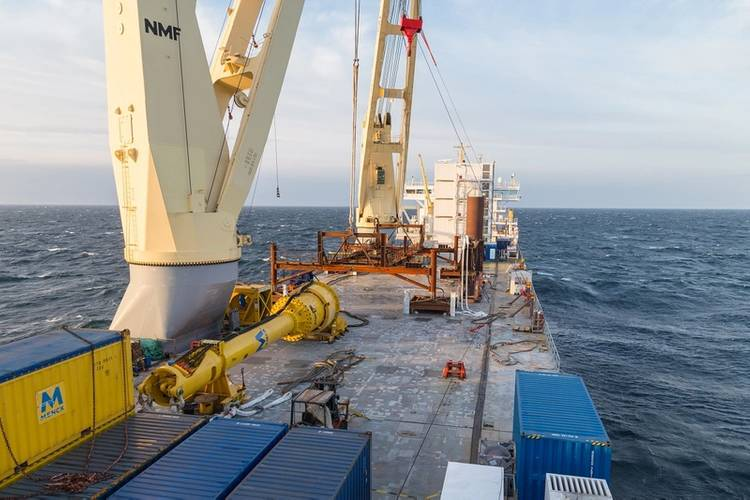 MV Lone´s 2000 m² of free deck space serving  as project platform (Photo: SAL Heavy Lift)