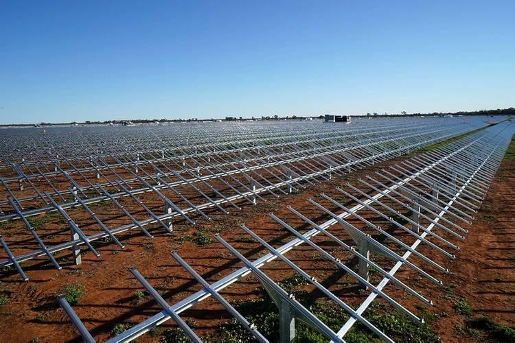 Nyngan solar plant under construction