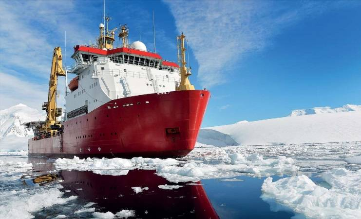 On December 2, 2013, HMS Protector conducted a base inspection on the Ukrainian Vernadsky Research Base. The base was renamed Faraday Station in August 1977 in honor of British scientist Michael Faraday until Ukraine took over the operation of the base in February 1996. (Photo: UK Defense)