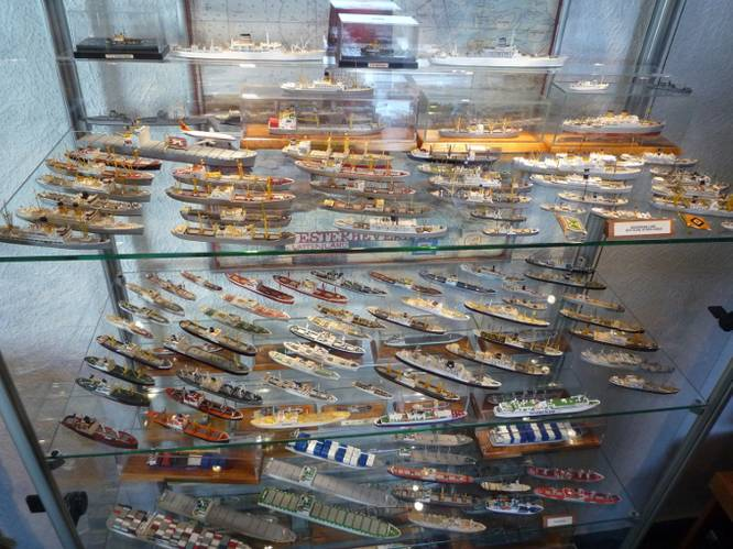 One of Knöbel's display cases - only a small part of his collection (Photo: Hapag-Lloyd)