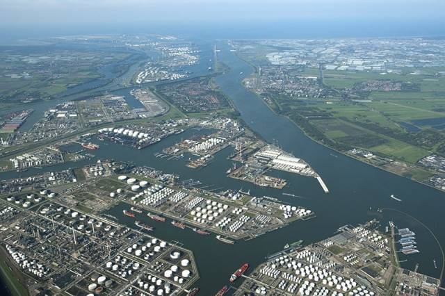 Oil Leads Rotterdam S 2015 Cargo Growth