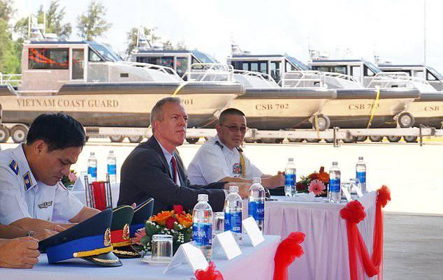 Photos courtesy US Embassy Hanoi