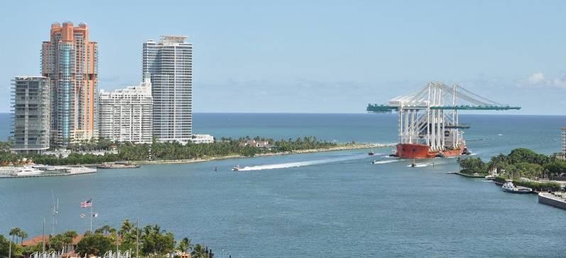 Post-Panamax cranes arrive in Miami in 2013 (Photo: Port Miami)