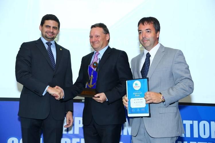 Presenting the Best New Building Yard Award Courtesy Damen