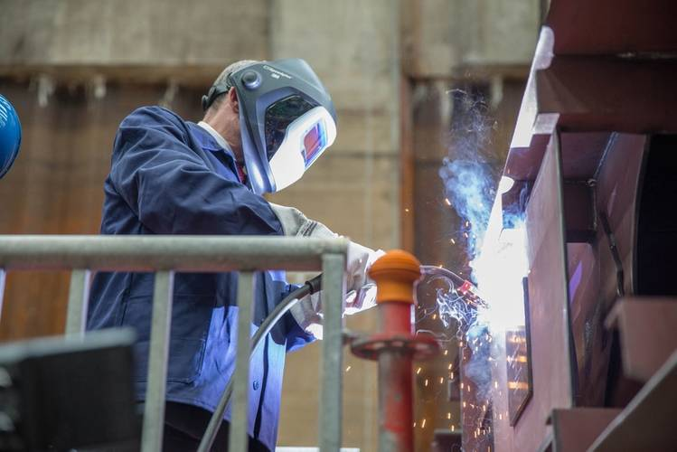 Prime Minister Erwin Sellering welding a steel plate on the first section of Crystal Mahler (Photo: MV WERFTEN)
