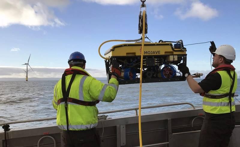 Rovco launches an ROV on a windfarm survey. Photo from Rovco.