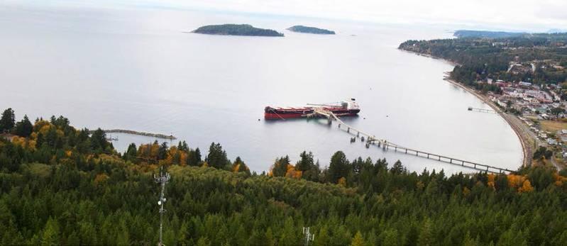 Rt. Hon. Paul E. Martin loading cargo in Sechelt, British Columbia (Photo: CSL)