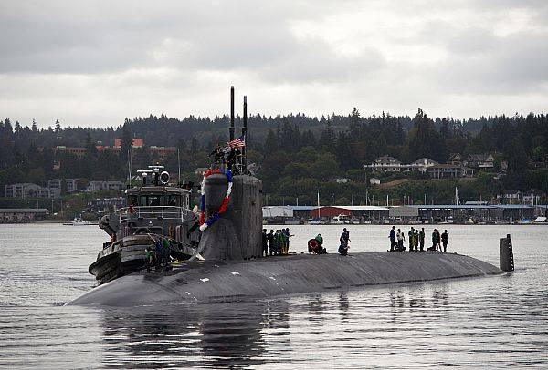 Sailors assigned to the fast-attack submarine USS Seawolf return home to Naval Base Kitsap-Bremerton, following a six-month deployment. (U.S. Navy photo by Amanda R. Gray)