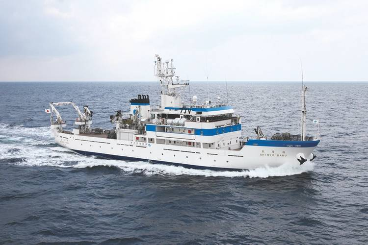 Shinyo-maru: with a length of 64.55 meters, she sails the Pacific and Indian Oceans for on board training in marine technology subjects, trolling, squid fishing and long line tuna fishing. (Photo: TUMSAT)