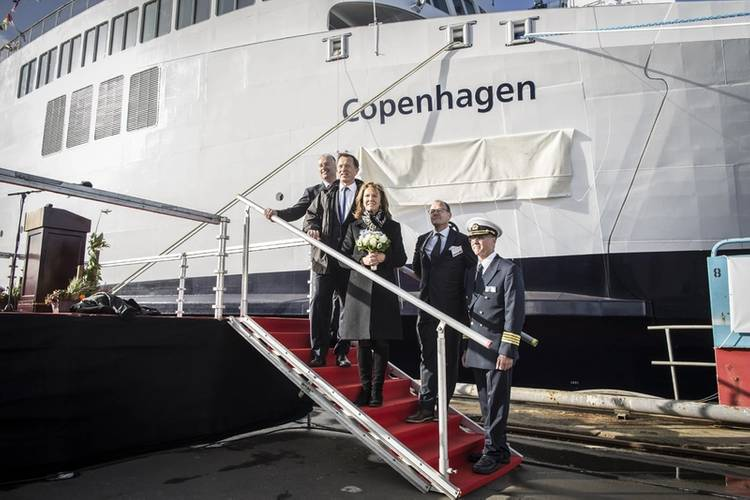 Søren Poulsgaard Jensen, CEO Scandlines; Simon Borrows, CEO 3i; Sally Borrows, the vessel's godmother; Thomas Andersen, CEO FAYARD A/S; Christian B. Jensen, captain. (Photo: Claus Lillevang / Scandlines)