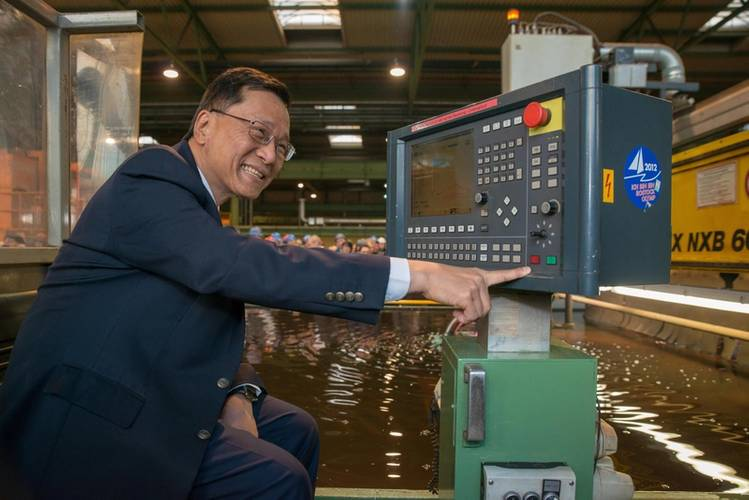 Tan Sri Lim Kok Thay pushes the button to start the first steel cut (Photo: MV Werften)
