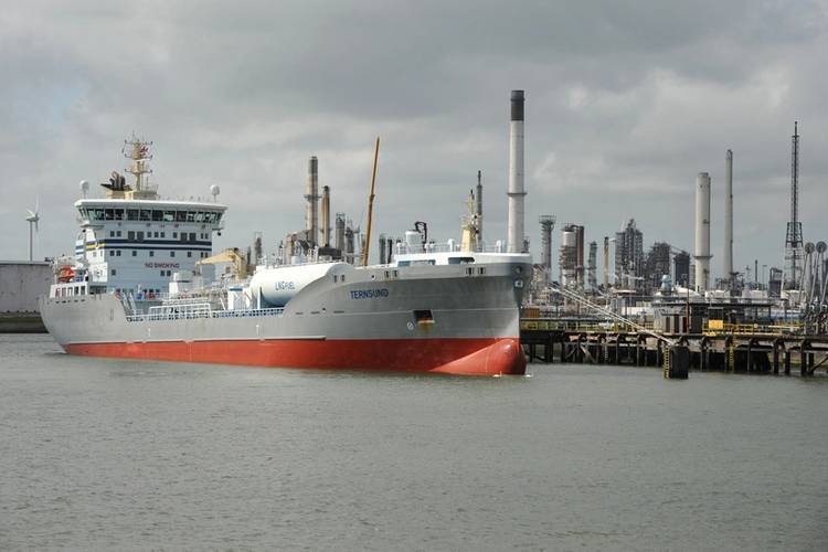 Ternsund is the first seagoing vessel to bunker LNG in Rotterdam (Photo: Terntank)