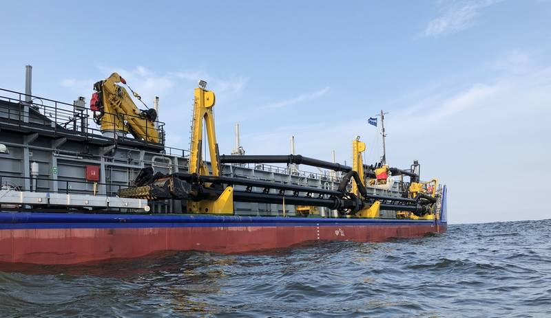 The BELOE MORE has been fitted out with a 600 mm trailing pioe for a max dredging depth of 25 m (Photo: Damen)