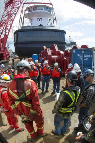 The final meeting to review all details prior to lifting the first tug. (Photo: Haig-Brown / Cummins)