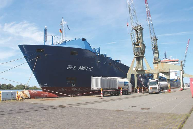 The initial LNG-filling took place in Bremerhaven by the Hamburg based company Nauticor. (Photo: Wessels Reederei)