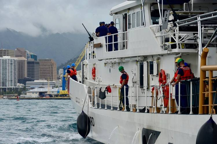 The Joseph Gerczak crew prepares to moor at their new homeport of Honolulu (USCG photo by Sara Muir)
