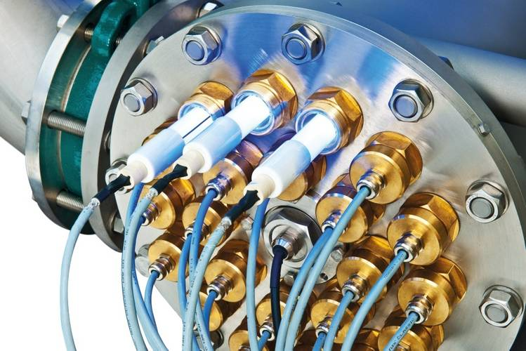 The low-pressure UV lamps (LPUV) in the GEA Westfalia Separator  BallastMaster ultraV emit monochrome light, specifically eliminating unwanted microorganisms.