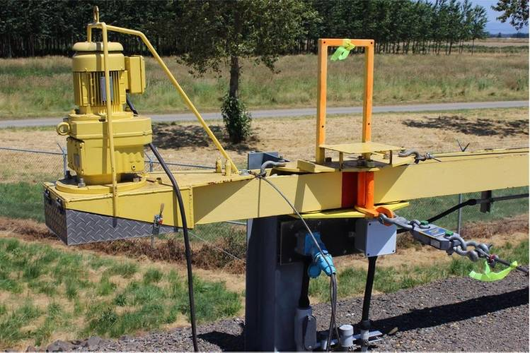 The RLP is connected to a lateral boom system. The green tag provides a visual reference for the dredge operator. (Photo: Straightpoint)