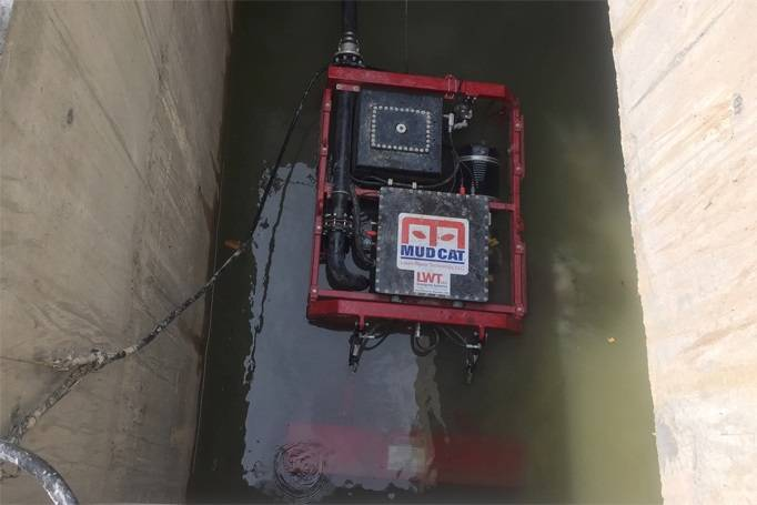The ROV was deployed with a truck mounted crane. (Photo: EDT)