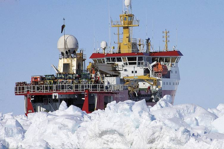 The RRS Ernest Shackletonin Antarctic ice up to 2.5 m thick during the2009/2010 seasons.