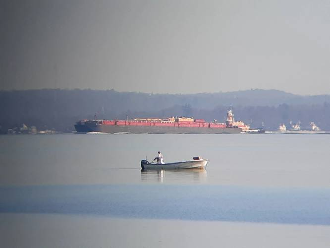 The tug Austin Reinauer (4,000 hp) pushing the empty barge RTC-100 (100,000 bbl. capacity) downbound from Providence, R.I. Photo: Barry Parker