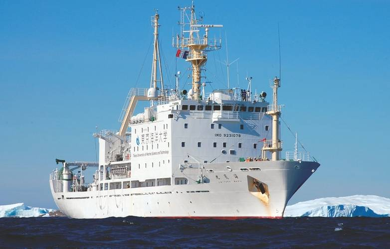 Unitaka-maru: with a length of 93-meters sails the Pacific, Indian, and Antarctic Oceans teaching advanced courses in fisheries, marine technology and ocean navigation. (Photo: TUMSAT)