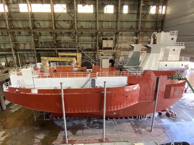 VanEnkevort Tug & Barge, Inc. (VTB) tug freshly painted at Don John Ship Repair in Erie, Pa. Photo courtesy: Amtech